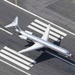 Airplane - American Airlines MD-80 Landing at Logan Intl. (Birds Eye)