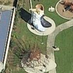 Giant cowboy hat and boots (Bing Maps)