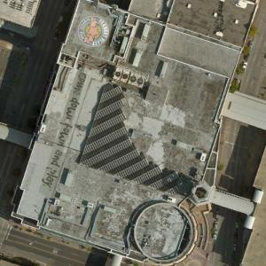 """come downtown and play."" on the Roof of Peabody Place Entertainment and Retail Center (Bing Maps)"