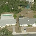 40' Deep Sinkhole Destroys Florida Homes (14 Nov 2013) (Birds Eye)