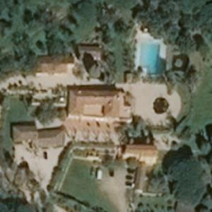 Villa from the film La Piscine (1969) (Bing Maps)