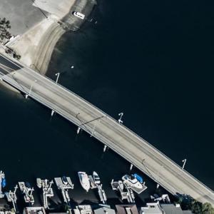 """Doakes chases a man under a bridge (""""Dexter"""") (Birds Eye)"""