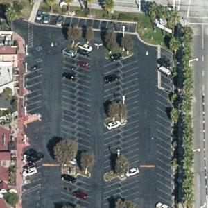 """Doakes and LaGuerta have a stakeout (""""Dexter"""") (Birds Eye)"""
