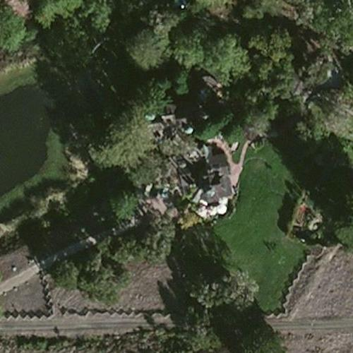 Neil young 39 s house in redwood city ca virtual globetrotting for Coast to coast motors broken arrow