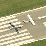 Airplane landing at DET/KDET