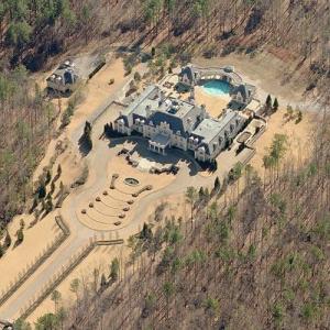 Guitar-shaped mansion (Bing Maps)