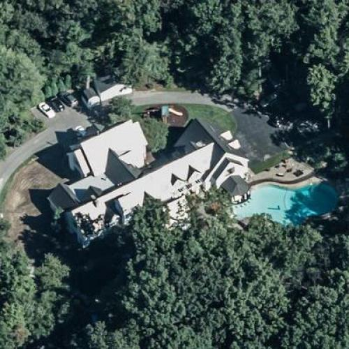 Photo: house/residence of the friendly kind talented  32 million earning Pittsburgh, Pennsylvania, United States-resident